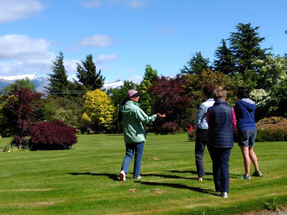 A relaxing and interesting activity to do in Wanaka, Beautiful Gardens of Wanaka tours offer a unique experience.